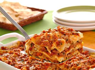 Lasagne di pane carasau con ragù e pecorino sardo