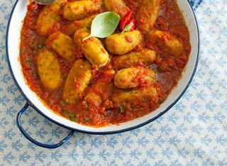 Ricetta Polpette di pollo al pesto con sugo di pomodoro