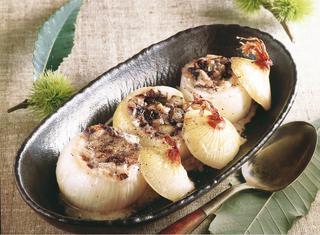 Cipolle ripiene con radicchio trevigiano e taleggio