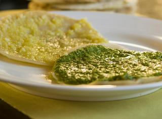 Ricetta Panigacci liguri con pesto leggero, olio e parmigiano