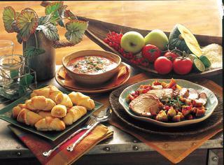 Zuppa piccante di pomodori e piselli