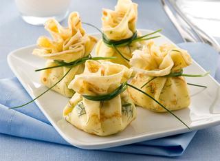 Ricetta Fagottini di crepes al salmone
