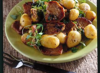Straccetti di maiale con patate e rucola