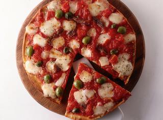 Pizza napoletana con le olive