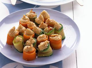 Cannoncini di carote e zucchine con hummus di ceci