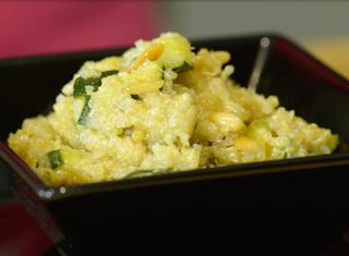 Video ricetta: Quinoa con zucchine e pinoli