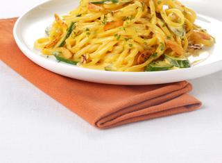 Ricetta Linguine allo zafferano con zucchine