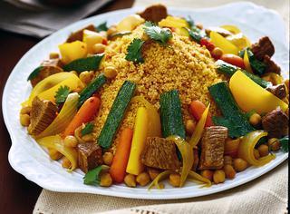 Gran cous cous con verdure e carne