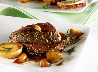 Ricetta: filetto di manzo all'aglio e rosmarino