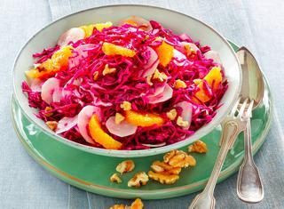 Cavolo rosso in insalata con arance e topinambur