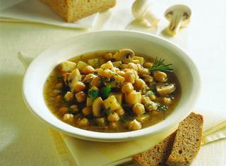 Zuppa di ceci, funghi e patate
