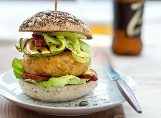 Hamburger di pollo allo zafferano e curcuma