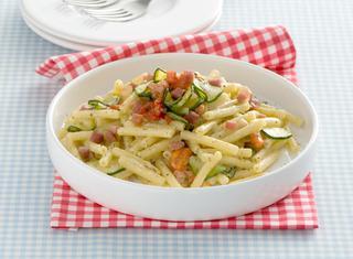 Pasta con speck e zucchine