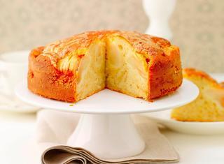 Torta di mele soffice con crema alla cannella