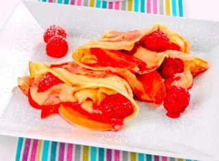 Crepes dolci con frutta e crema