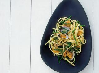 Come preparare la pasta con vongole e asparagi