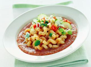 Sugo di gazpacho freddo con pasta calda