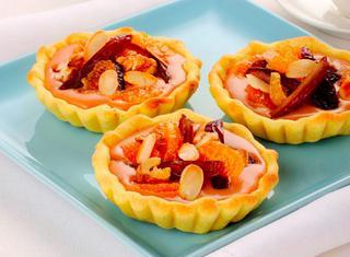 Tartellette dolci con pasta brisée e frutta