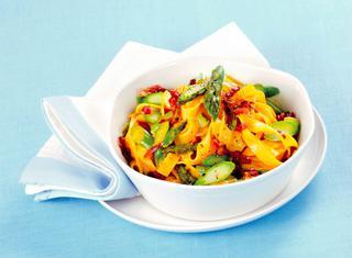 Tagliatelle agli asparagi, panna e prosciutto