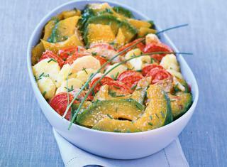 Contorno di zucca gialla, pomodori e patate