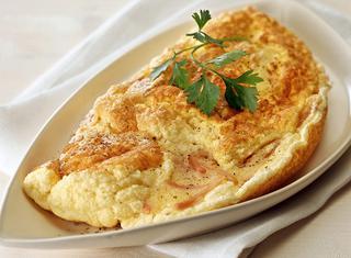 Omelette soufflé prosciutto e formaggio