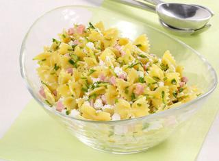 Insalata di pasta con zucchine marinate