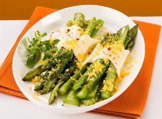Asparagi lessi con formaggio e mimosa