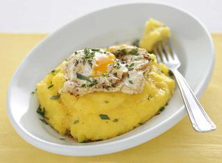 Uovo poché con polenta