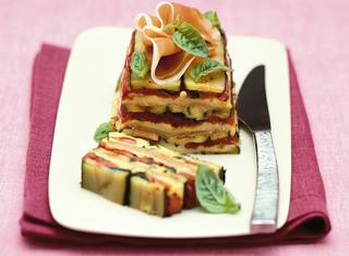 sformato di zucchine e mozzarella con crudo