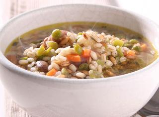 Zuppa di orzo e legumi secchi