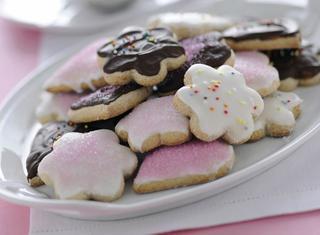 Biscotti decorati con glassa e cioccolato
