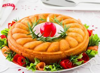 Torta salata di Natale al salmone
