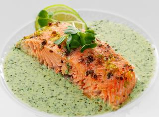 Filetti di salmone al forno con crescione