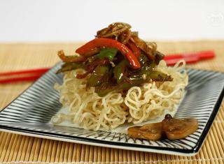 Noodles fritti alle verdure