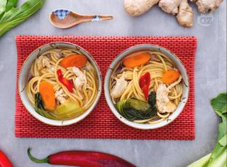 Come preparare i vermicelli in zuppa orientale