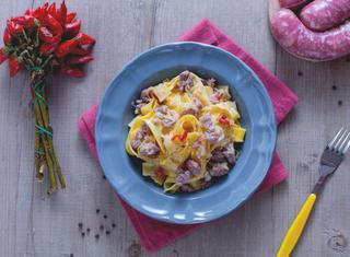 Come preparare le pappardelle rustiche con salsiccia e porri