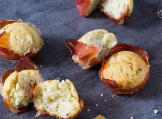 Mini muffin salati ricotta e speck