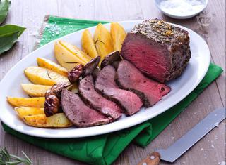 Roast beef al forno con funghi e patate
