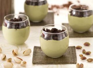 Come preparare un cremoso al pistacchio con crumble al cacao