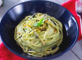 Ricetta: spaghetti con melanzane e crema di burrata
