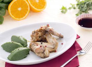 Alette di pollo speziate con purè ricco di patate e spinaci
