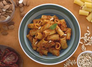 Ricetta: rigatoni con pomodori secchi