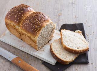 Pan brioche ai semi di lino