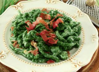 Ricetta: spätzle di spinaci con speck e panna