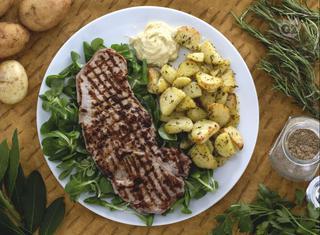 Paillard con patate e maionese al cumino