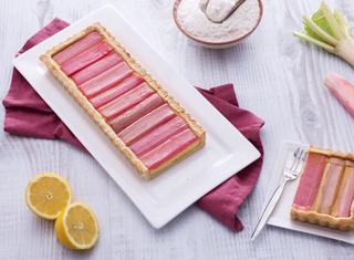 Crostata al rabarbaro con crema pasticcera al limone