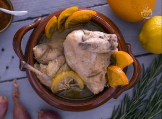 Pollo in coccio marinato agli agrumi