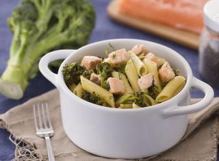 Pennette con broccoletti e salmone al finocchietto