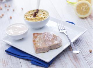 Filetti di tonno alla tahina con hummus