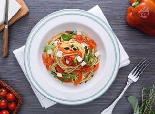 Come preparare gli spaghetti con peperoni e feta